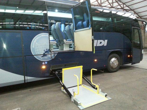 Autobús adaptado PMR con plataforma