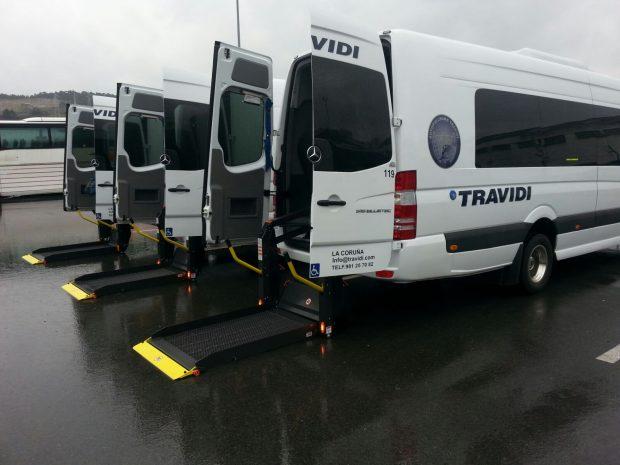 Microbus adaptado PMR con plataforma