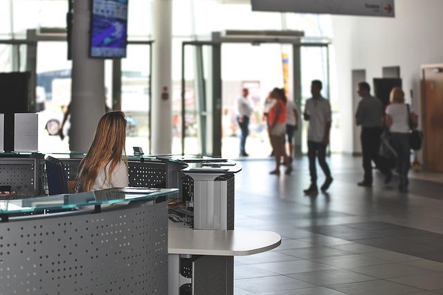 Utiliza nuestro servicio de línea regular al Aeropuerto de Santiago de Compostela